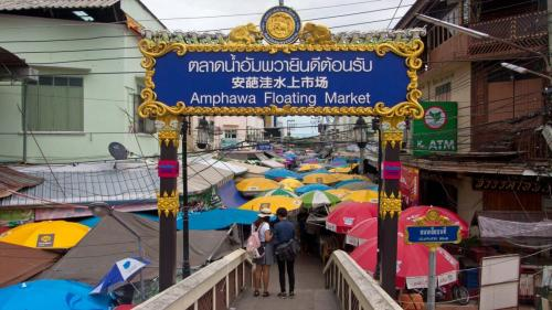 Amphawa-Floating-Market-01